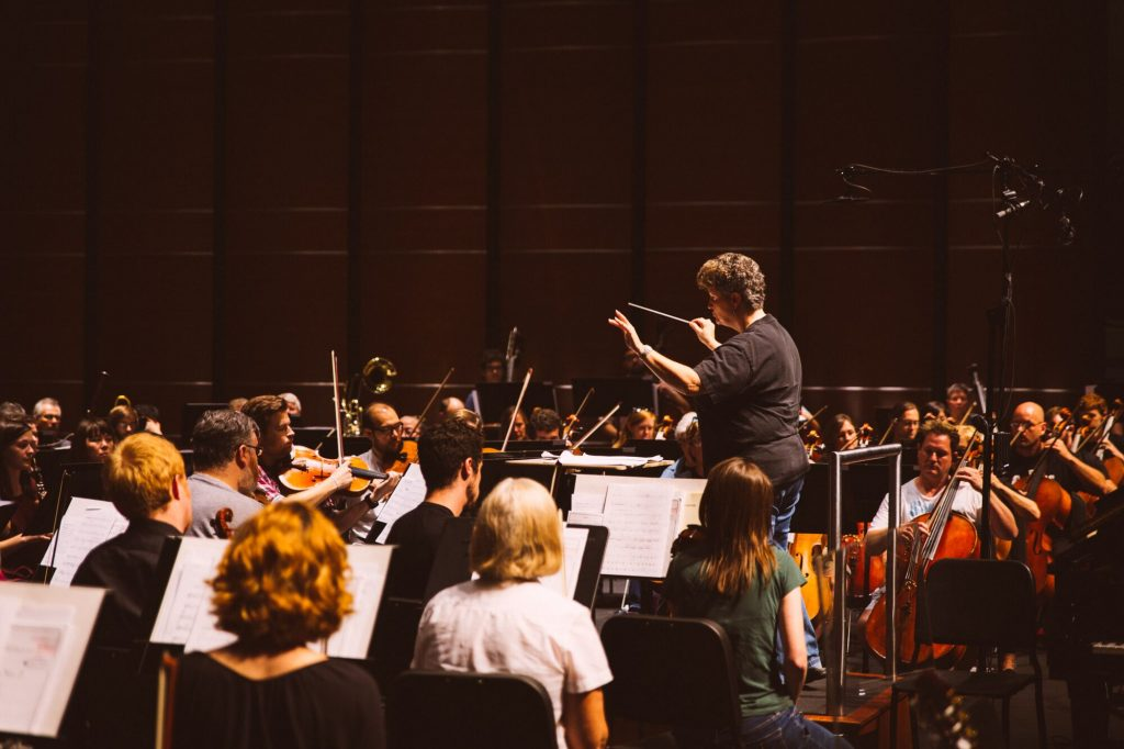 Lois Ferrari Conducting